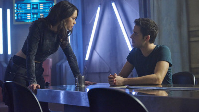 "DARK MATTER -- ""Episode Two"" Episode 102 -- Pictured: (l-r) Melissa O'Neil as Two, Mark Bendavid as One -- (Photo by: Steve Wilkie/Prodigy Pictures/Syfy)"